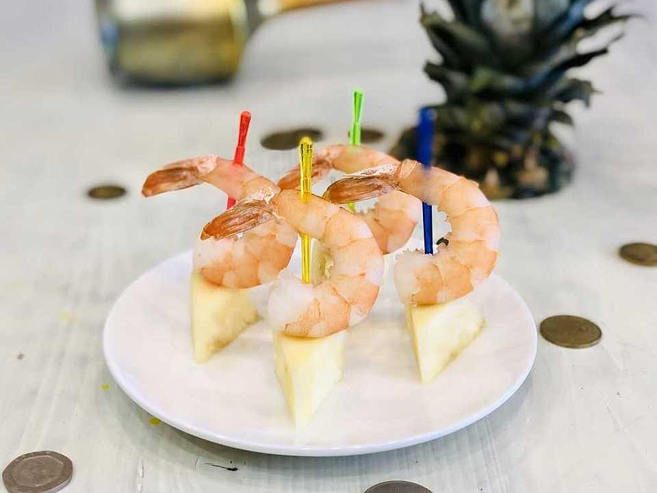 Тигровые креветки, ананас свежий. Срок годности 48 ч. при 2-6 C