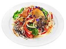 Салат с курицей и копчёной грушей